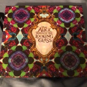 Disney Alice Through The Looking Glass Pallete